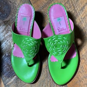 Lilly Pulitzer green leather flip flop sandals 6